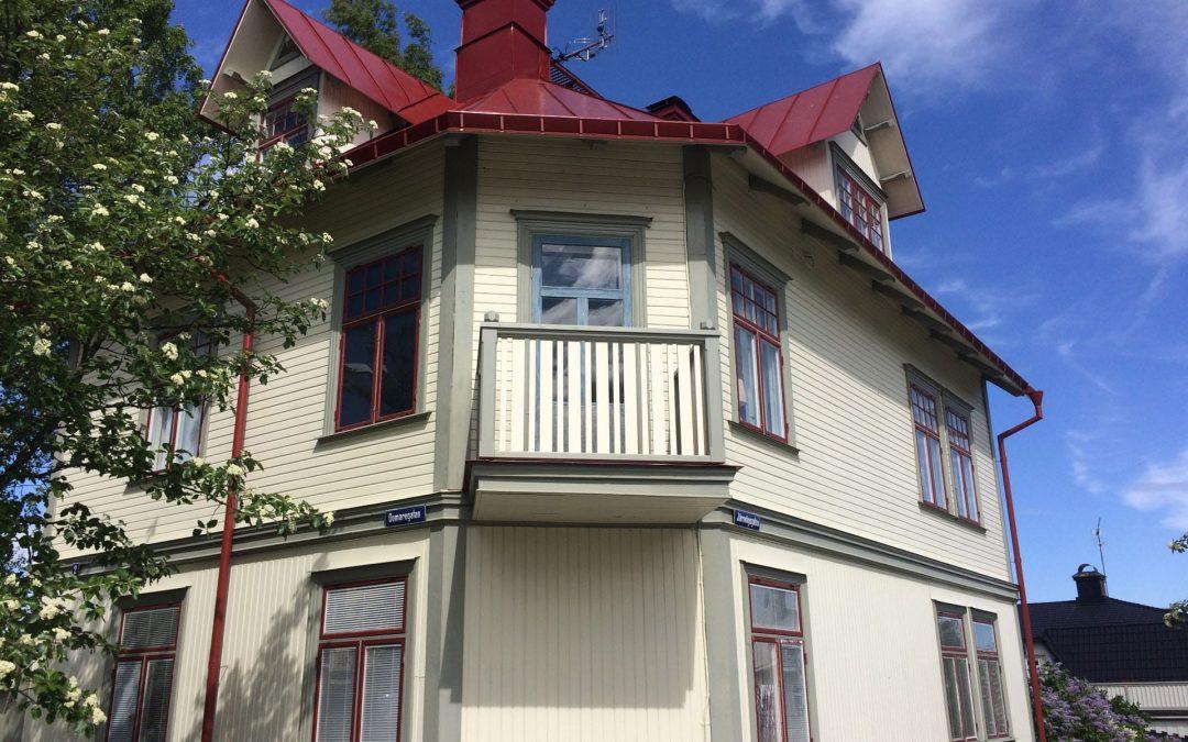 Nytt balkongräcke på Domaregatan